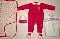 Set haine bebelusi roz cu imprimeu cu bombonici