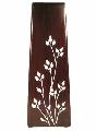 Vaza din metal cu flori albe